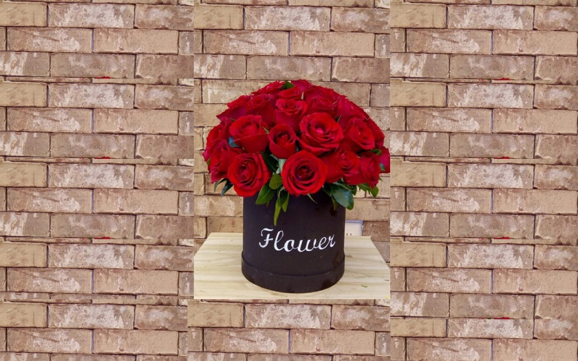 Boxes for arrangements of roses